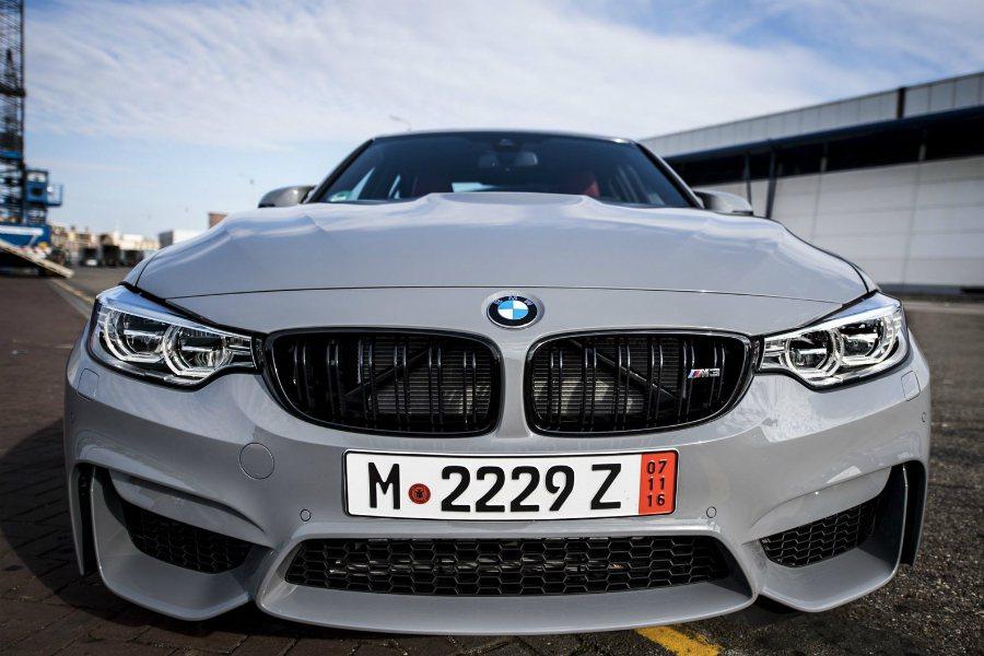 這部少見的水泥灰(Nardo Grey)塗裝 M3 跑車,是國外 BMW 論壇中...