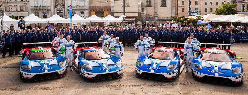 4台Ford GT賽車於2016年重返利曼耐力賽,承繼50年前的榮耀,再次勝出其它性能車品牌,勇奪冠軍與季軍。 圖/Ford提供