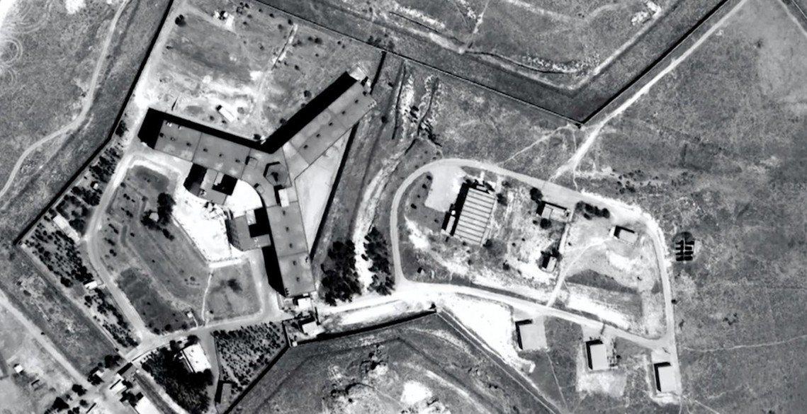 敘利亞政府在大馬士革北郊的賽德納亞軍事監獄(Seydnaya)空照圖。 圖/國際...