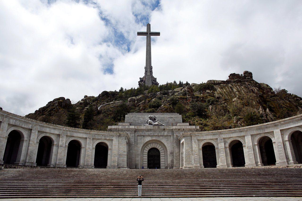 西班牙國會提案:廢掉獨裁者佛朗哥陵寢。 圖/路透社