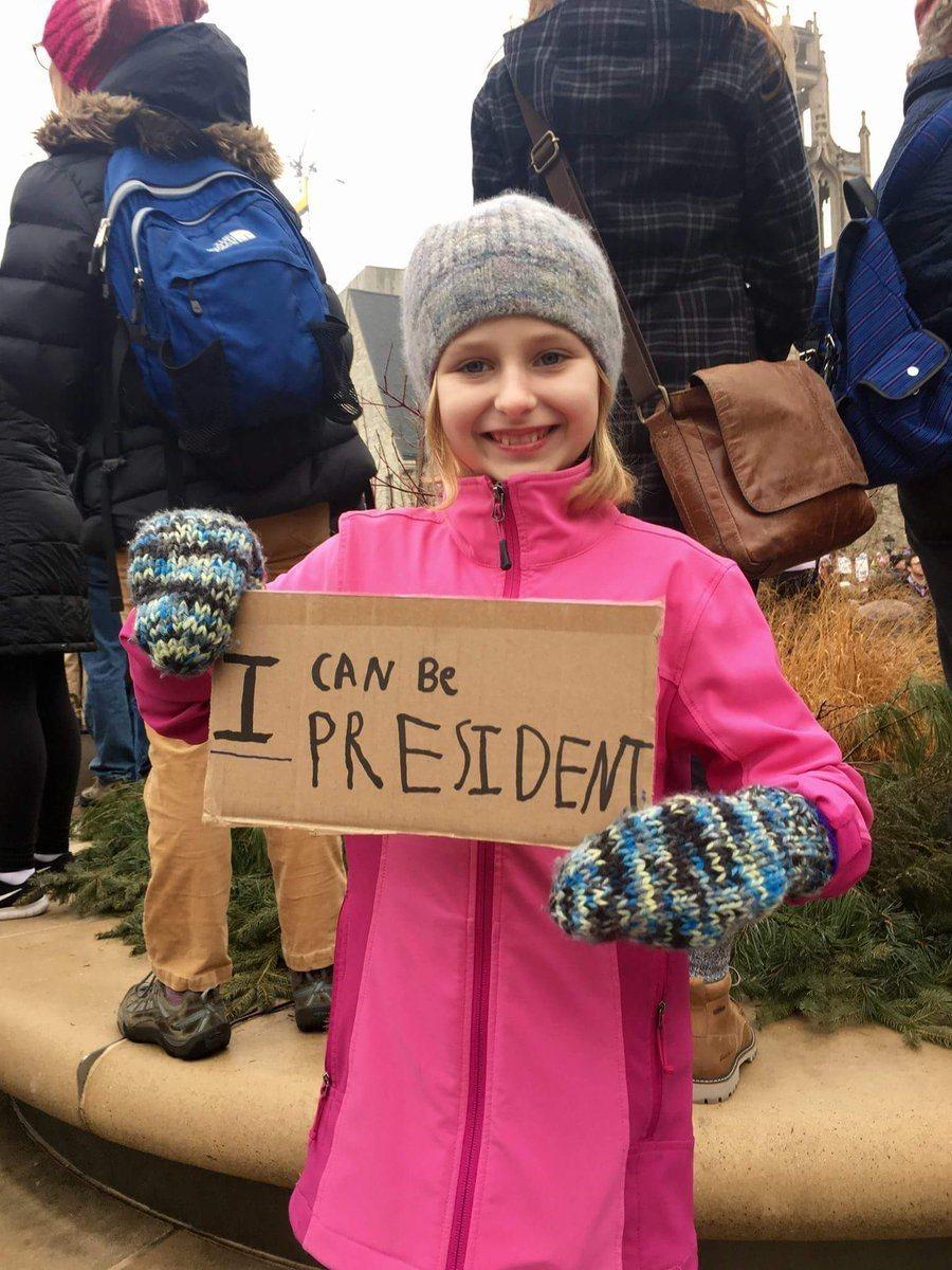女性大遊行抗議標語「我也可以當總統」。圖/取自Twitter。