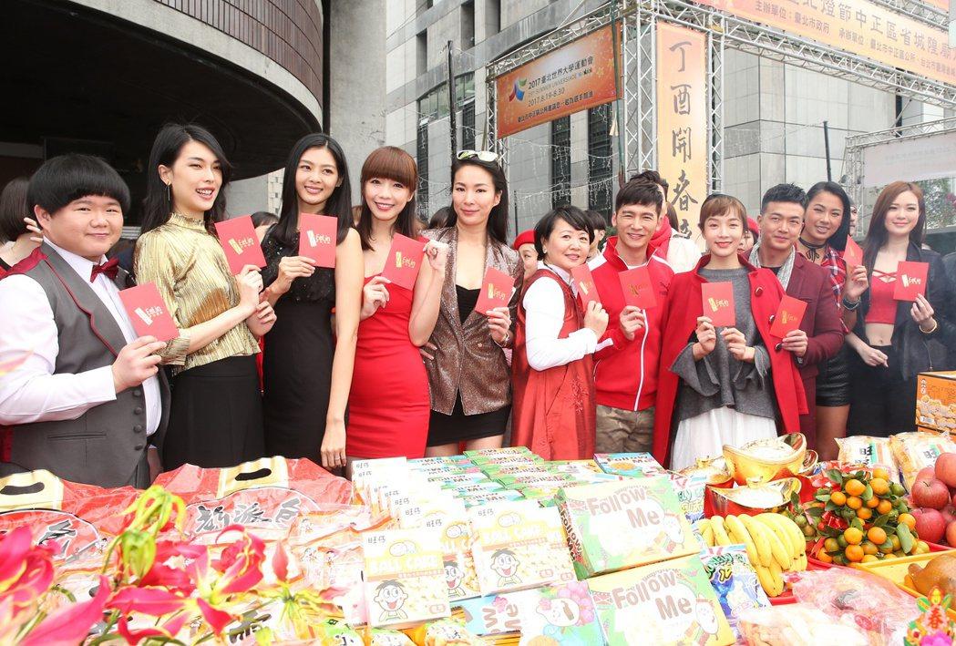 伊林娛樂今早新春開工團拜,旗下藝人與名模共同出席,祈求事業順利。記者陳立凱/攝影