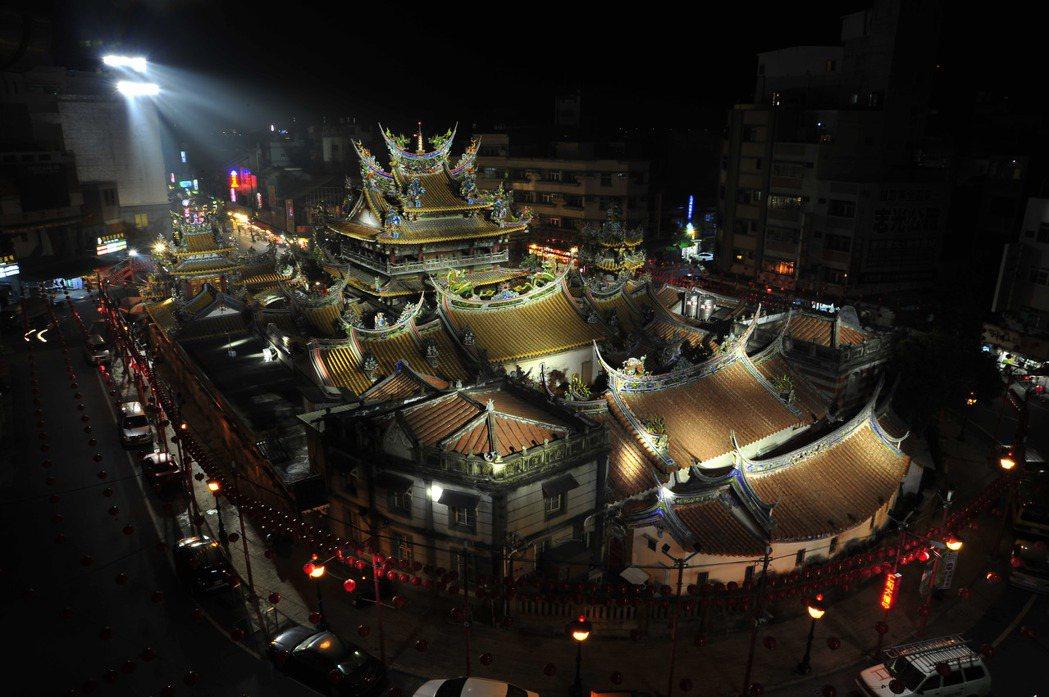 世界級燈光大師的作品,讓朝天宮在不同角度呈現不一樣的美。記者蔡維斌/攝影