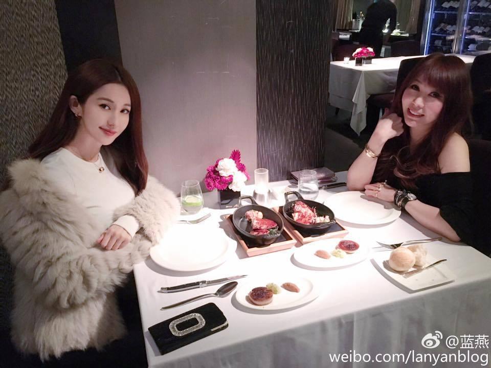 婷婷(右)和香港女星藍燕是好姊妹。圖/摘自婷婷臉書