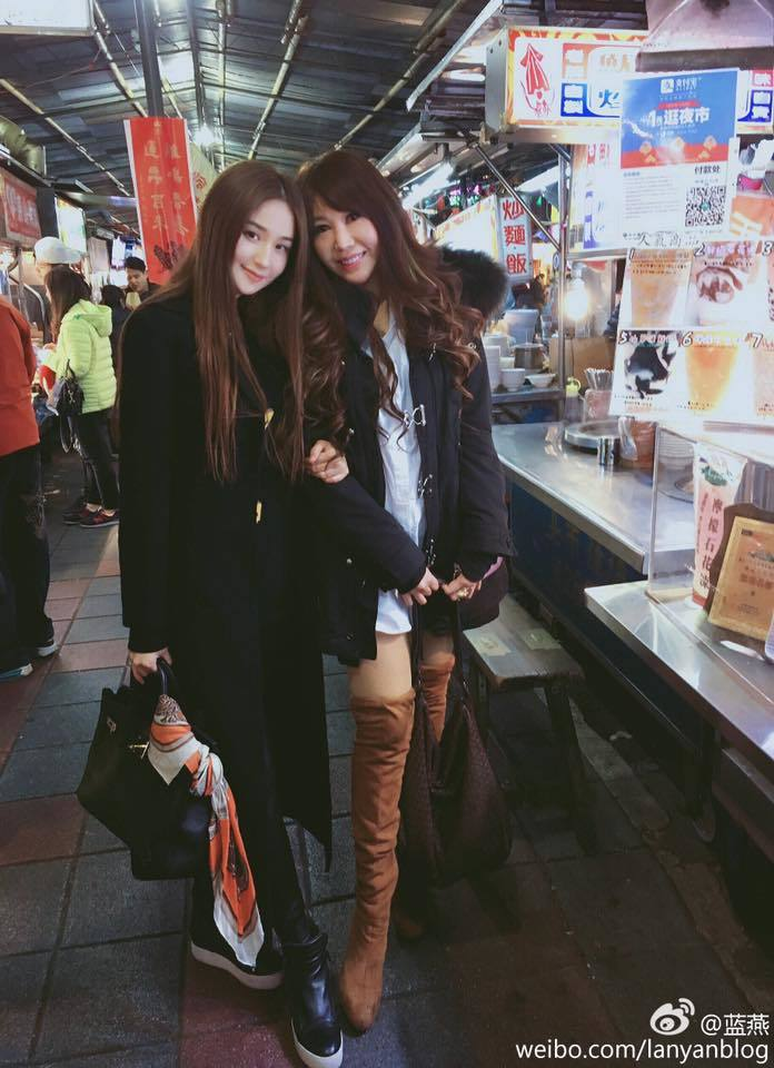婷婷(左)和香港女星藍燕是好姊妹。圖/摘自婷婷臉書