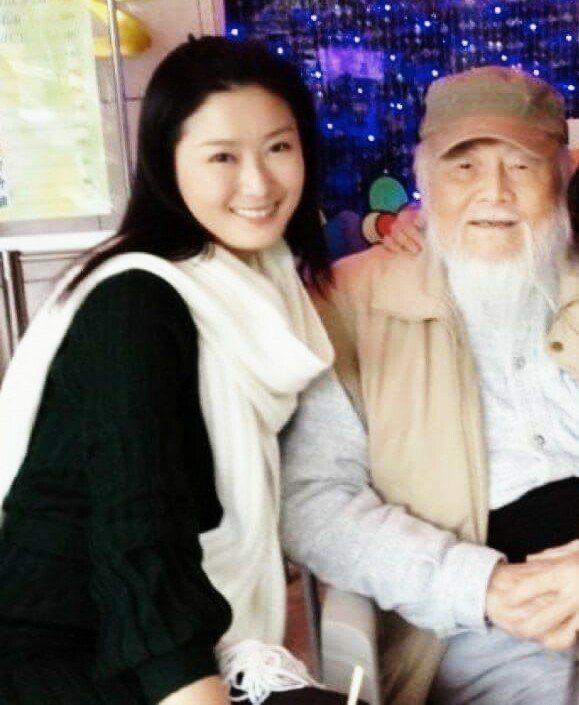 陳珮騏(左)PO出與高鳴合照。圖/擷自臉書