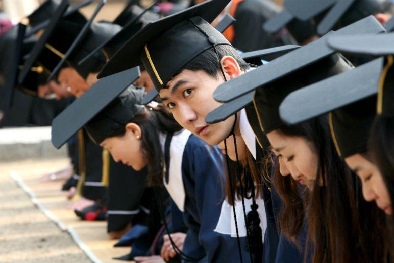 在「88萬元世代」流行到不到三、四年期間,韓國年輕人又自創出許許多多「拋棄世代」取代了88萬世代,形成一幅晉級又進擊的全拋世代。 圖/美聯社