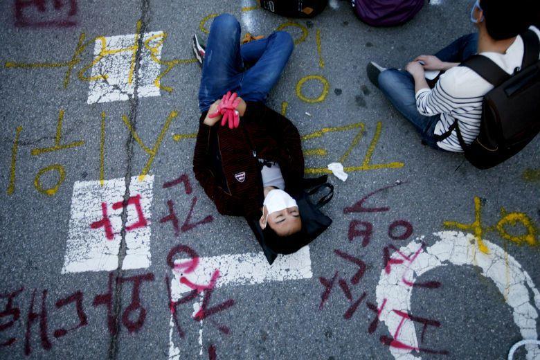 晉級又進擊的拋棄世代發展到了「N拋世代」,正式宣告韓國年輕人什麼都可以放棄,來描述他們自身所處的社會之困境。 圖/路透社