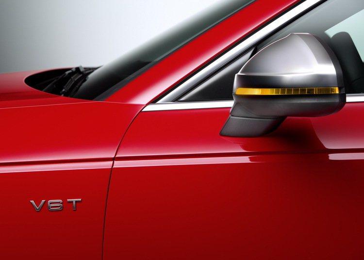全新Audi S4的車身設計源自A4家族的流線身形,左右兩側前葉子板有著V6T的...