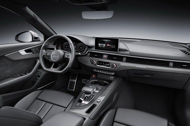 Audi原廠設計師巧妙地將剽悍的造型設計、奢華內裝、豐富科技配備融為一體。 圖/...
