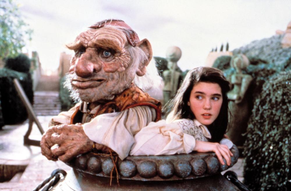 珍妮佛康納莉與布偶演對手戲。圖/摘自Cineplex