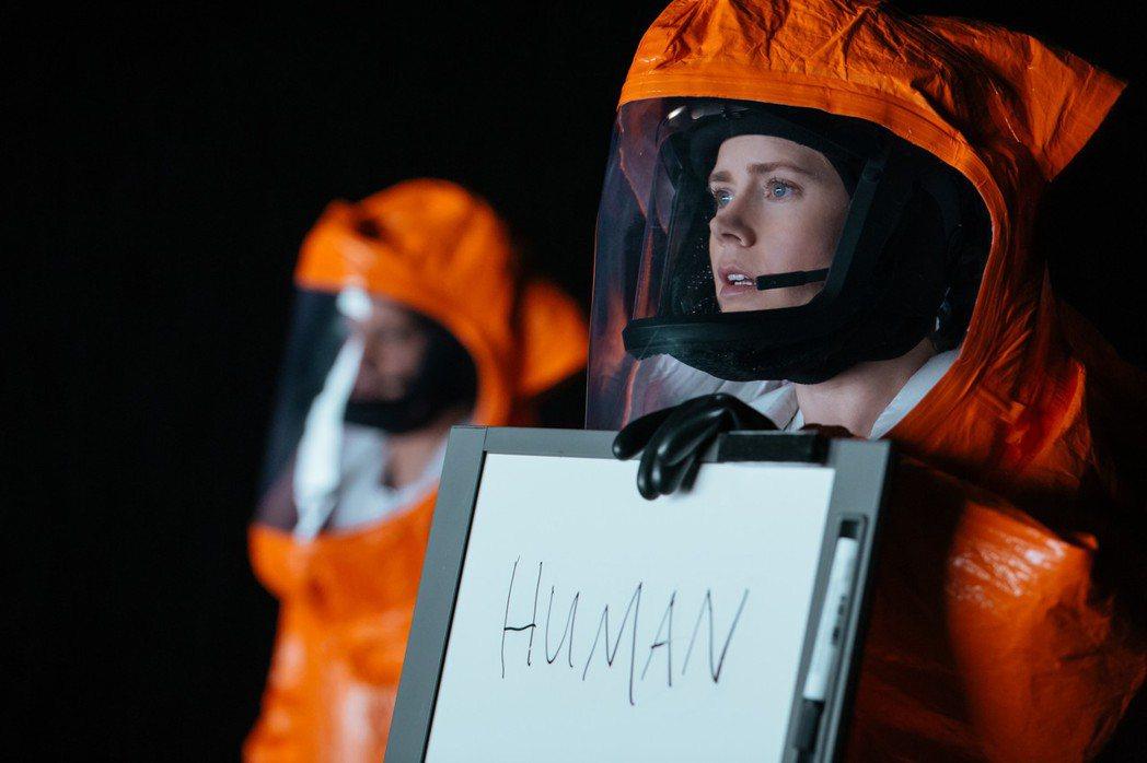 艾美亞當斯在「異星入境」飾演與外星人溝通的語言學家。圖/索尼提供
