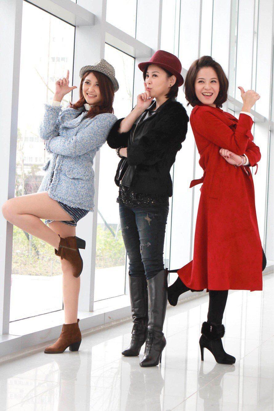樓心潼(左起)、方馨、蘇晏霈出席民視新春團拜。圖/民視提供