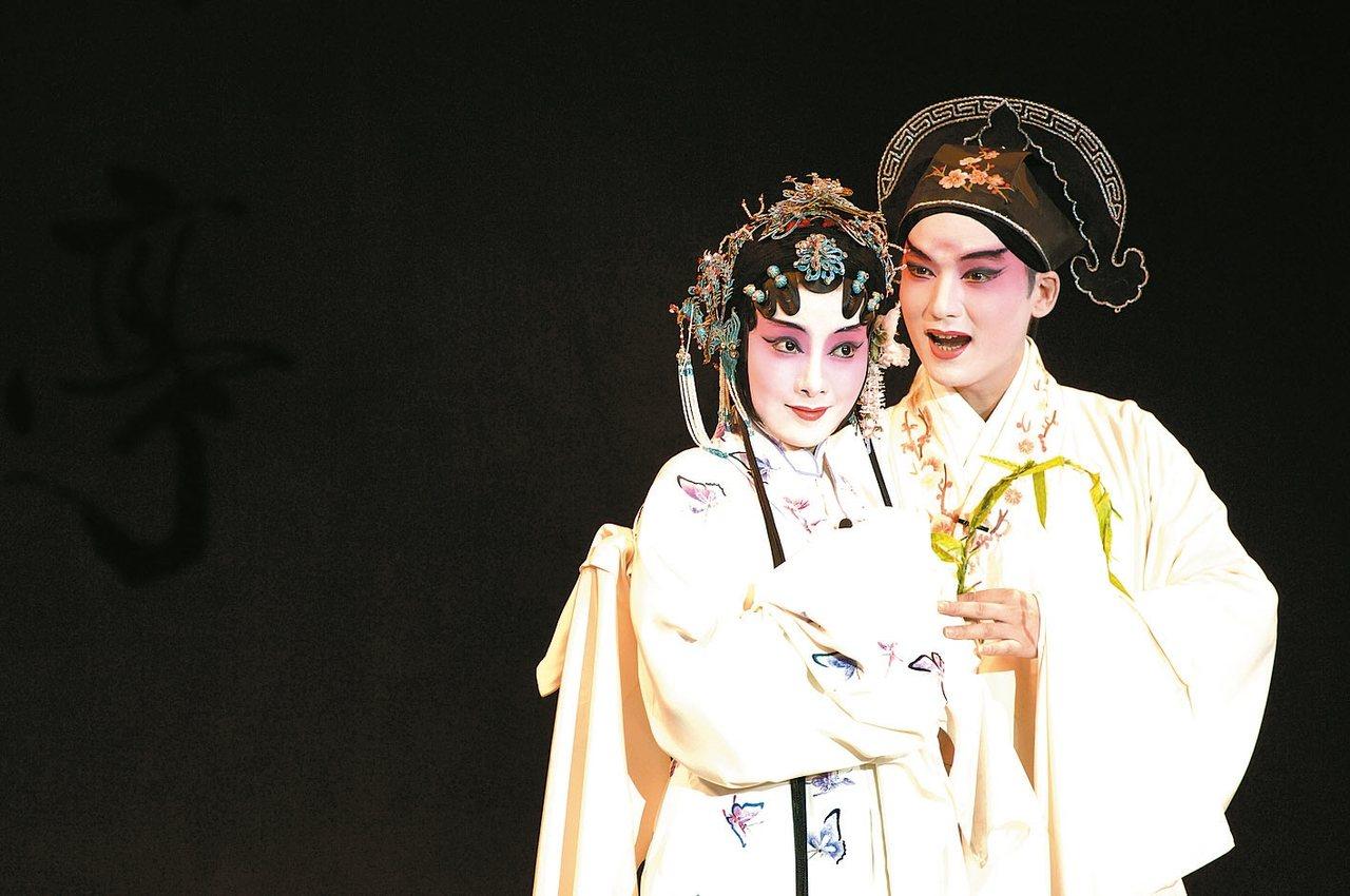 作家白先勇改編的青春版《牡丹亭》仍由俞玖林、沈豐英擔綱男、女主角,今年4月在歌劇...