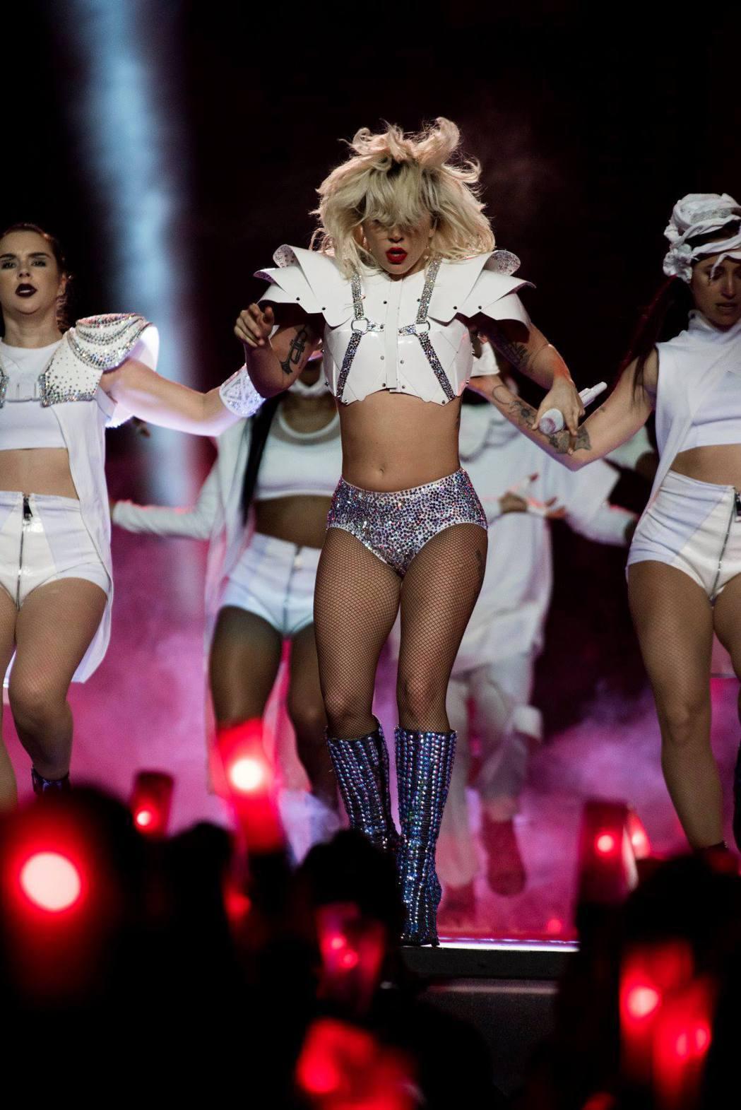 女神卡卡擔任美式足球NFL超級盃表演嘉賓嗨翻全場。圖/摘自Lady GAGA f