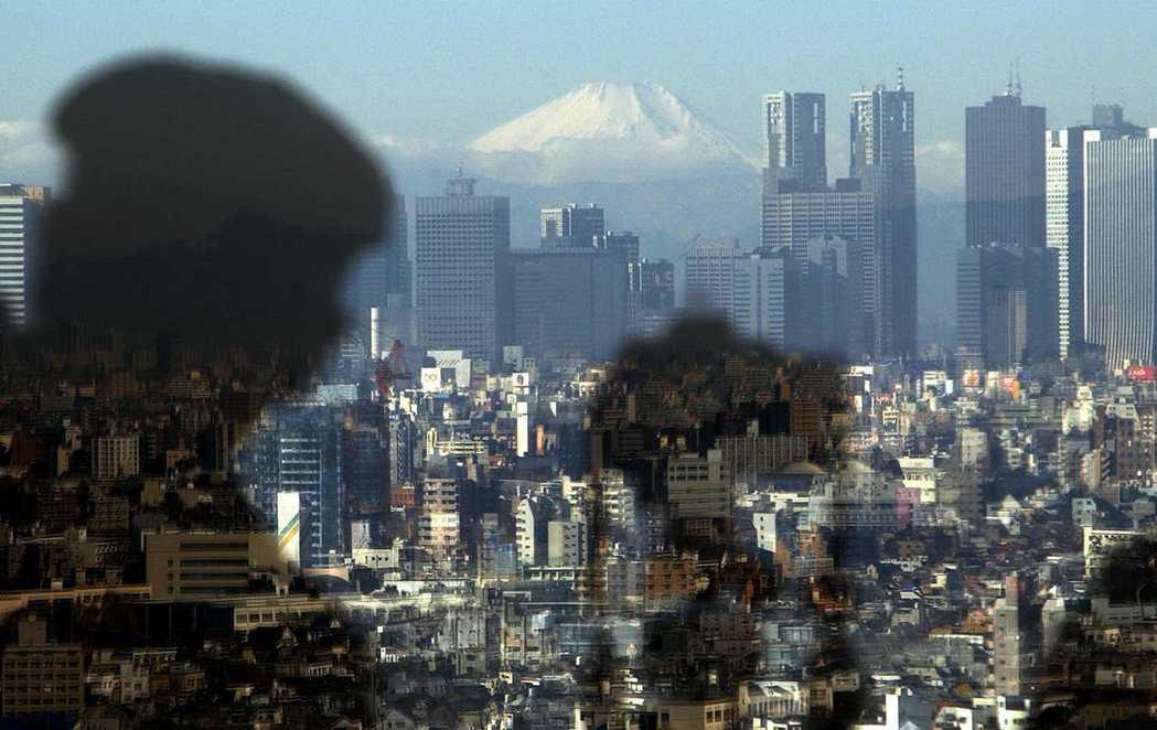 眼前家園的山脊就是富士山,至於傳說中的阿里郎山坡,也只能留在夢中了。 圖/美聯社