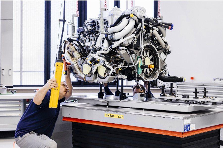 市售車款中汽缸數最多的引擎,即為Bugatti Chiron所配置的8.0 升 ...