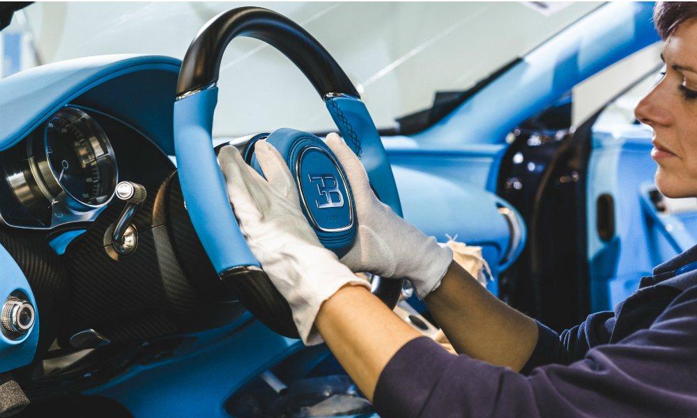 限量 500 台、售價高達 240 萬歐元(折合台幣約 8,100 萬)的 Bugatti Chiron,提供大量的客製化項目。 摘自 Bugatti