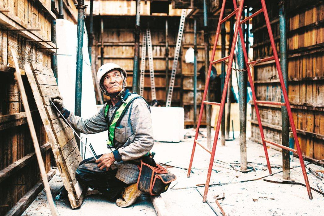 對移工而言,「工地」可能是台灣所有工作內容中,最為自由的。 攝影/賴小路(賴啟光...