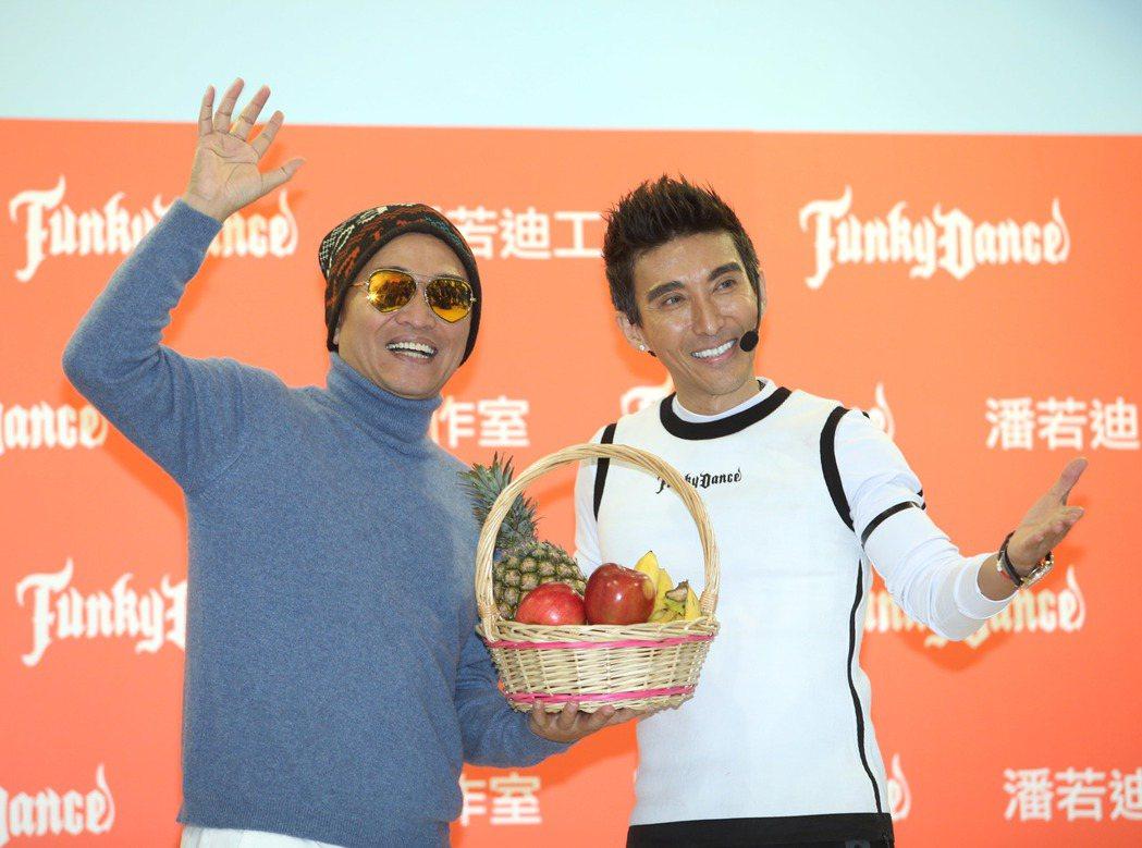 潘若迪(右)有氧教室開幕,吳宗憲 (左)站台。記者陳瑞源/攝影