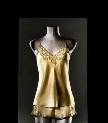 Maison系列「Made to Measure奢金版」短款睡衣。 圖/業者提供