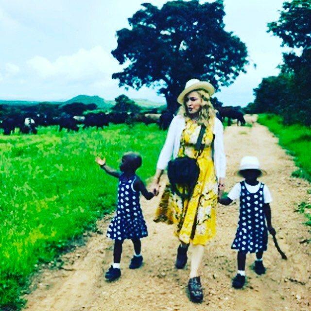 瑪丹娜領養馬拉威1對4歲雙胞胎姊妹。 圖/擷自瑪丹娜IG