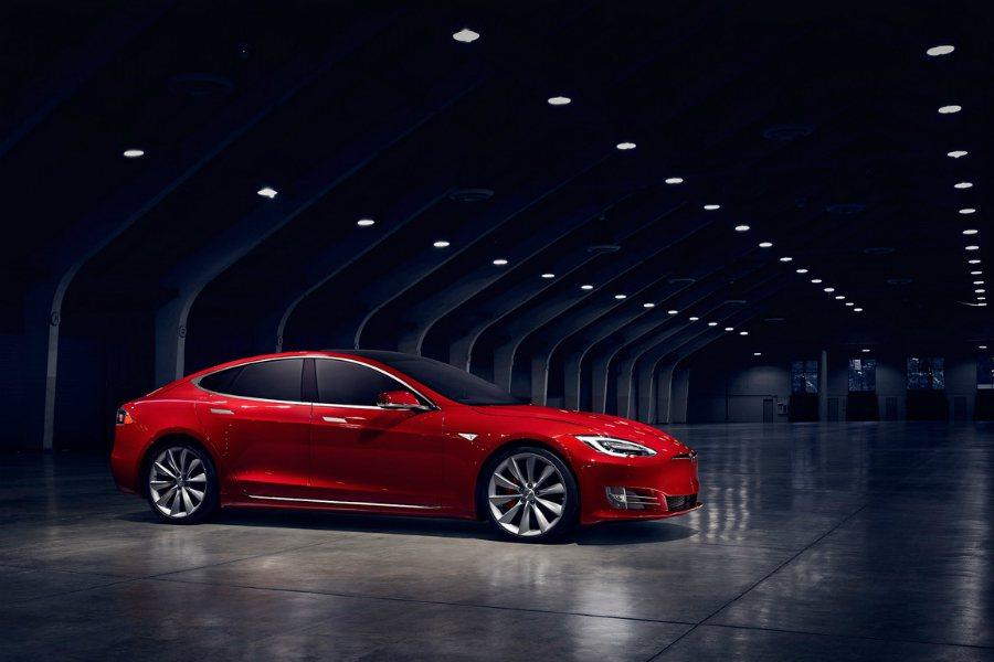 Tesla 在切換到彈射起步模式(Launch control mode)後,可於每次起跑時透過空調系統來冷卻電動馬達或輕度加熱電瓶,確保車輛最佳加速效能。 摘自 Tesla