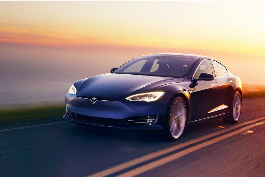 Tesla Model S P100D 再進化!在最近的外媒測試中,Model S P100D 的 0-100km/hr 加速成績來到 2.2755 秒,比一堆超跑還快。 摘自 Tesla
