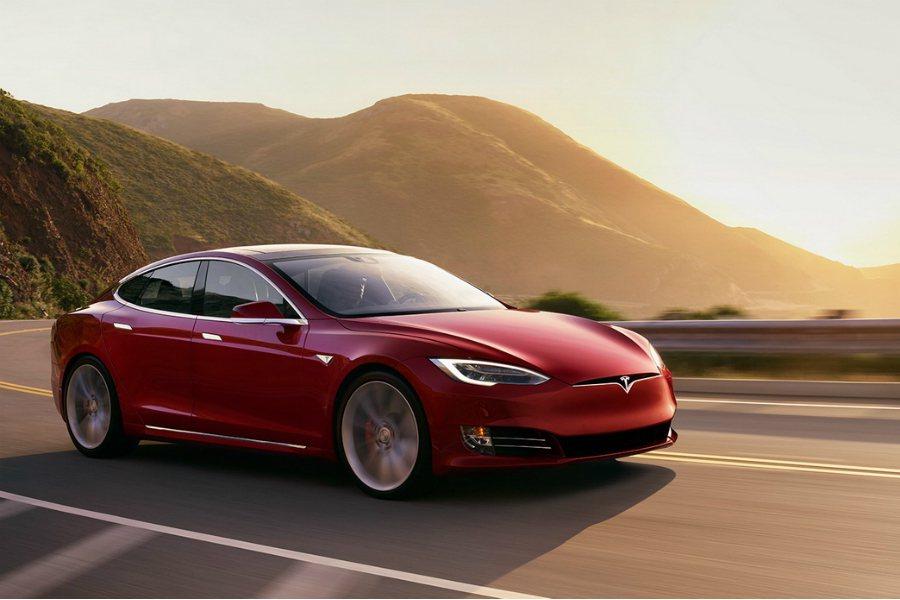 切換至狂暴模式(Ludicrous mode)後的 Model S P100D 整體加速非常驚人。 摘自 Tesla