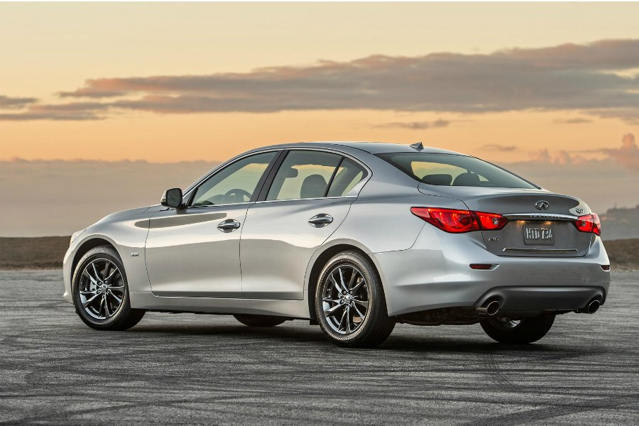 Q50 Signature Editions 僅限 3.0 升 V6 雙渦輪引...