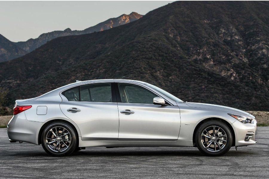 目前 Q50 Signature Edition 已在北美上市,FR 後驅版本售價 $39,605 美元(折合台幣約 123.1 萬); AWD 全時四驅版本北美售價為 $41,605 美元(折合台幣約 129.3 萬),皆比一般車型還要便宜。 摘自 Infiniti