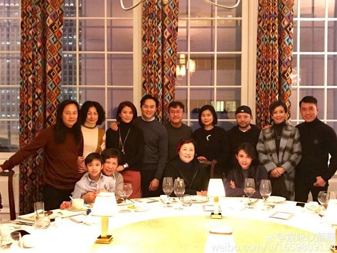 娛樂圈有名的模範夫妻張智霖與袁詠儀結婚16週年,邀請許多圈中好友一起慶祝。圖/取...