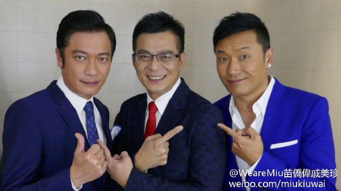 今年初苗僑偉(右)與黃日華(中)、羅嘉良一同擔任江蘇衛視春晚嘉賓。圖/取自微博