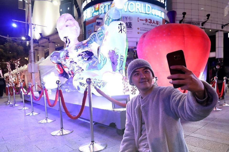 黃子佼夜探台北燈節。圖/台北市政府觀傳局提供