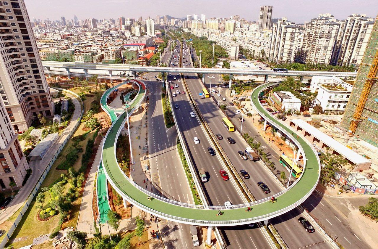 這是廈門市湖裏區雲頂中路和仙岳路交叉口的空中自行車道。 新華社