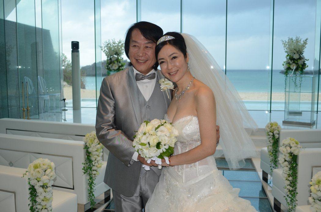 顧婕當年在沖繩嫁給做成衣的吳先生。圖/顧婕提供
