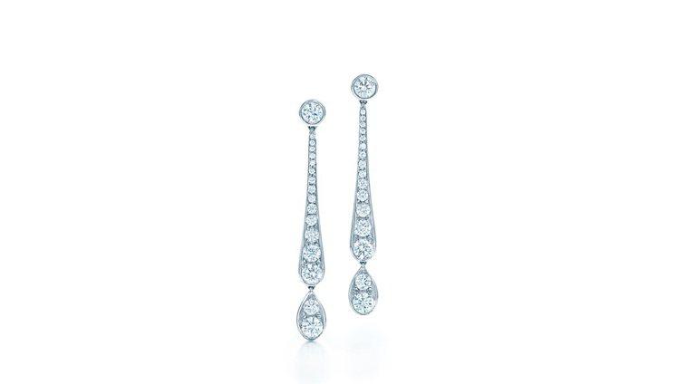 艾瑪史東配戴的Tiffany珠寶相似款,Legacy 鑽石垂墜耳環17萬2,00...
