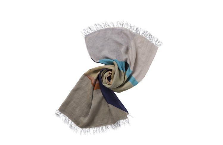 當代顏繪2圍巾,售價22,800元。圖/ISSEY MIYAKE提供