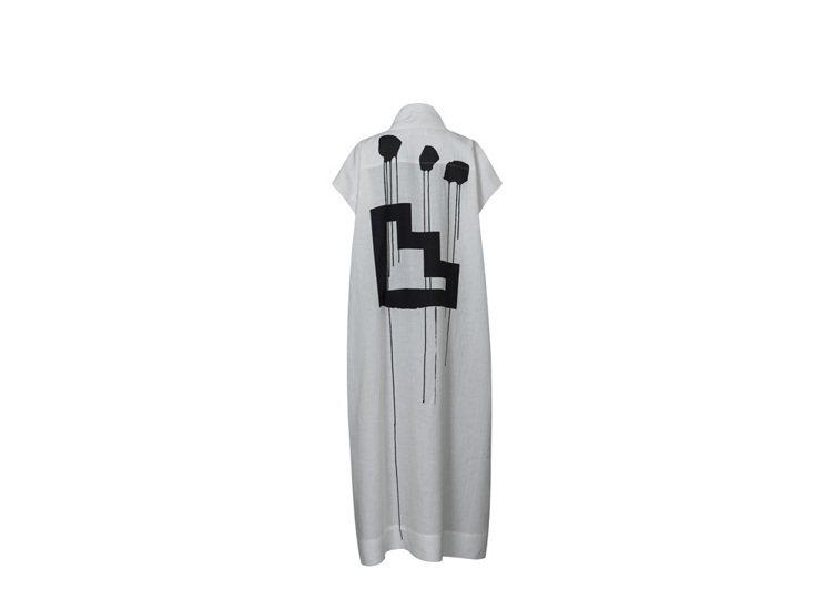 墨戲3號包袖上衣,售價15,300元。圖/ISSEY MIYAKE提供