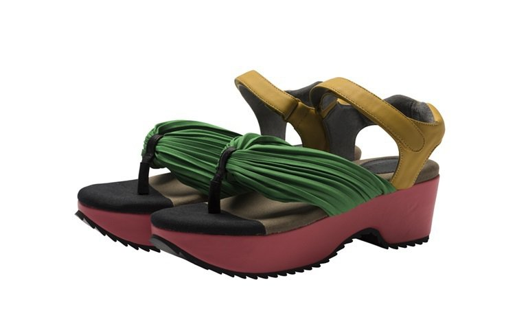 和風涼鞋,售價20,300元。圖/ISSEY MIYAKE提供