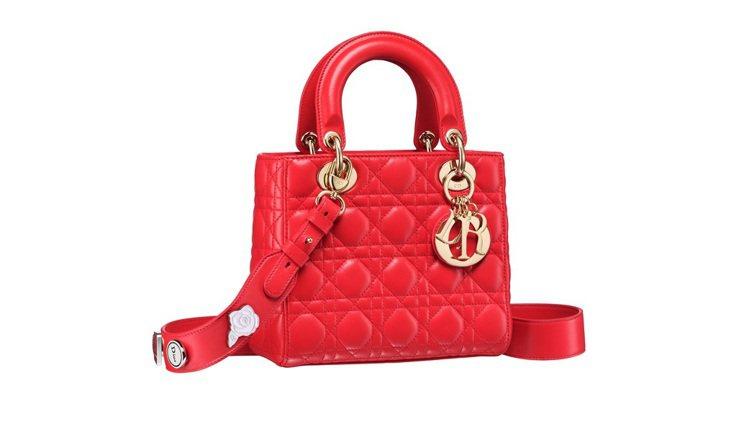 My Lady Dior正紅色藤格紋與幸運徽章背帶提包,售價125,000元。圖...