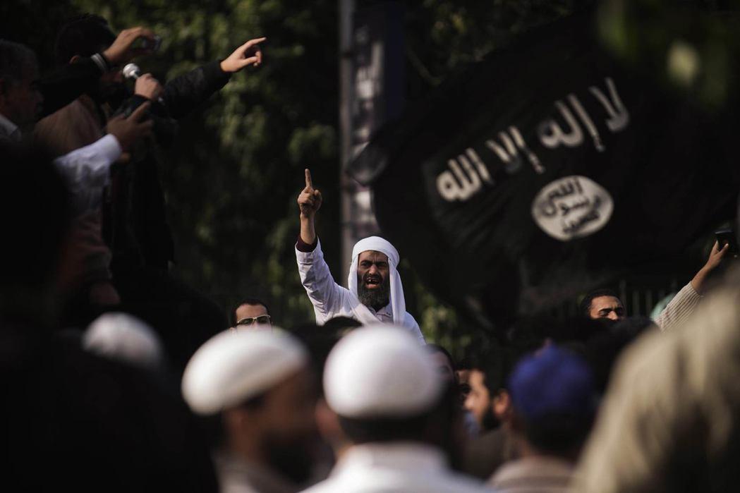改良主義認為伊斯蘭宗教與現代化互相兼容,但伊斯蘭原教旨主義卻認為伊斯蘭世界以外的...