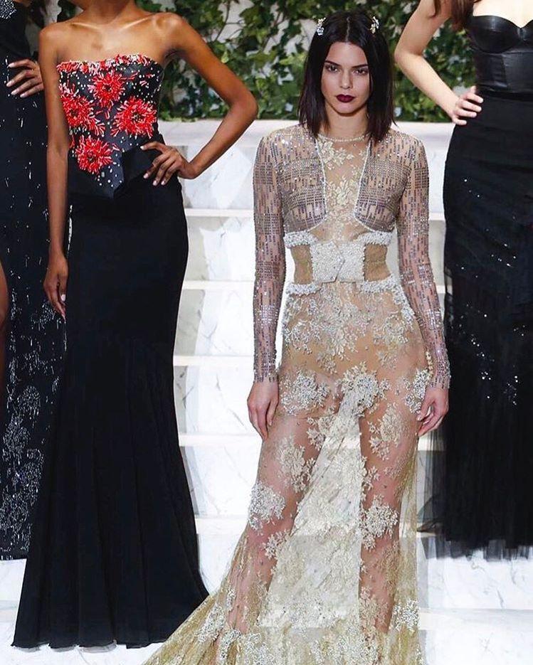 名模Kendall Jenner在紐約時裝周首日,穿透視禮服為內衣品牌La Pe...