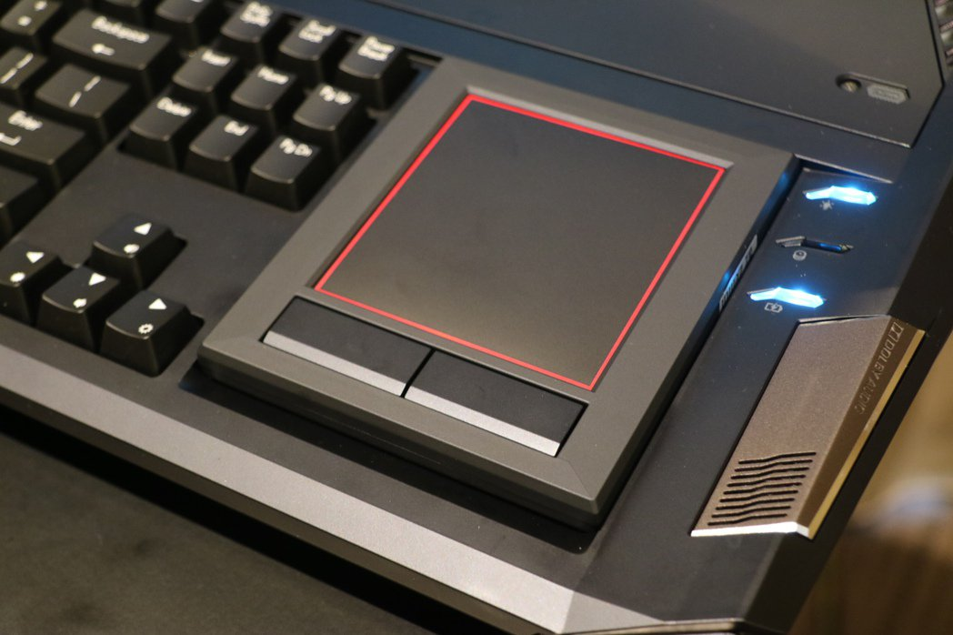可換面的觸控板。記者史榮恩/攝影