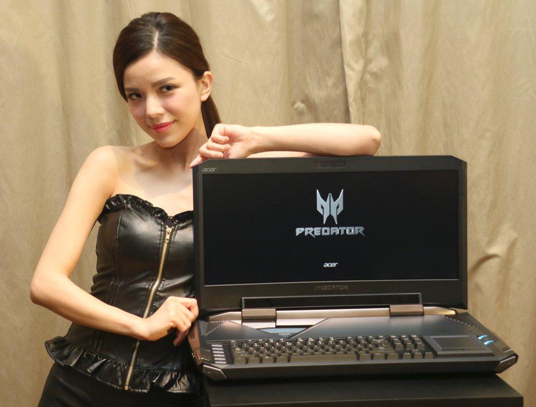 Acer Predator 21 X是全球首款曲面筆電。記者史榮恩/攝影