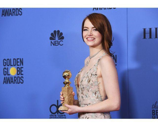 艾瑪史東於今年1月金球獎拿下最佳女主角獎,也有Tiffany珠寶幸運相伴,配戴的