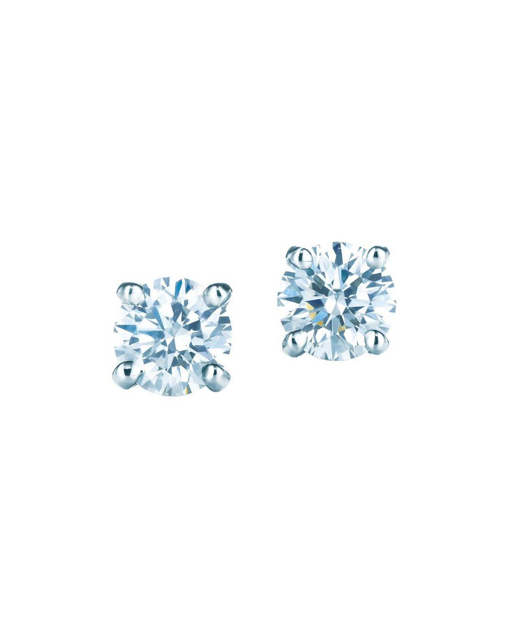 艾瑪史東於金球獎時配戴的Tiffany 鉑金單鑽耳環,價格店洽。圖/Tiffan...
