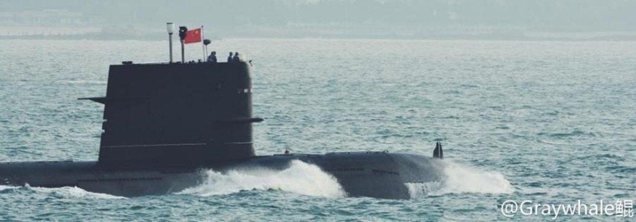 039G艇首位置有兩個突起。圖/環球網