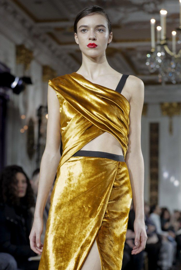 Jason Wu表現一貫的優雅,讓女人展現美麗的肩膀線條。圖/美聯社