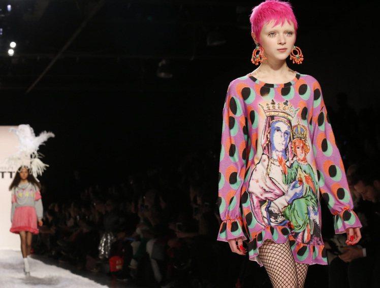 Jeremy Scott 2017秋冬系列將普普藝術帶到時尚舞台。圖/美聯社